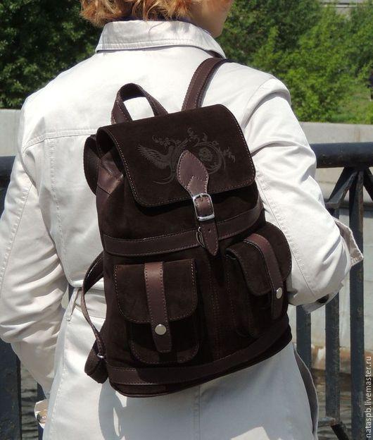 Эффектный, стильный рюкзачок для городских походов. Будет верным помощником круглый год.