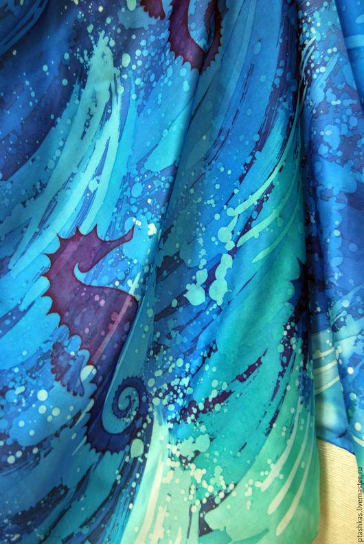 Батик парео из натурального шелка `Морская конница`. Парео ручной работы. Шелковое парео. Парео с ручной росписью.