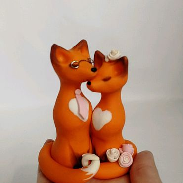 Свадебный салон ручной работы. Ярмарка Мастеров - ручная работа Лисы верхушка на свадебный торт милая пара лисичек, полимерная глина. Handmade.