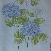 """Картины и панно ручной работы. Ярмарка Мастеров - ручная работа Вышитая картина """"Гортензия на голубом"""". Handmade."""