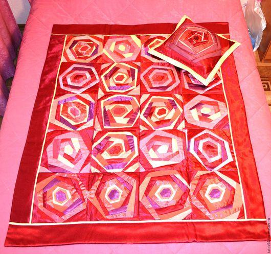 """Текстиль, ковры ручной работы. Ярмарка Мастеров - ручная работа. Купить Лоскутное покрывало и 1 наволочка """"Атласная роза""""(пэчворк). Handmade."""