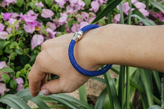 Браслет из ската. Кожа ската. Синий браслет. Браслет на руку. Женский браслет. Подарок. Подарок женщине. Браслет в подарок.