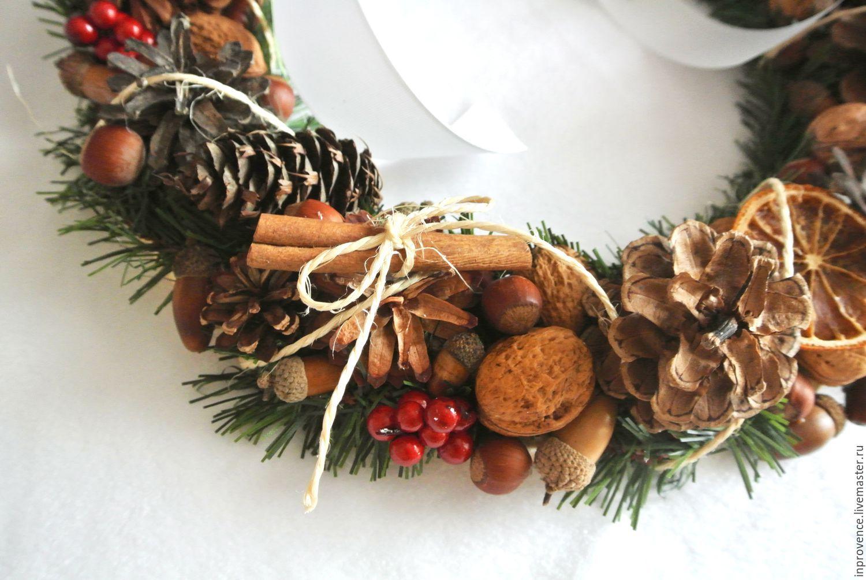 Венок новогодний с шишками