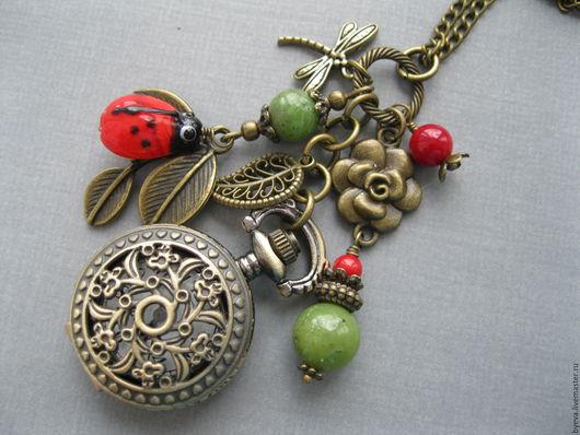 Часы ручной работы. Ярмарка Мастеров - ручная работа. Купить Часы кулон красный коралл и зеленый нефрит.. Handmade. Часы