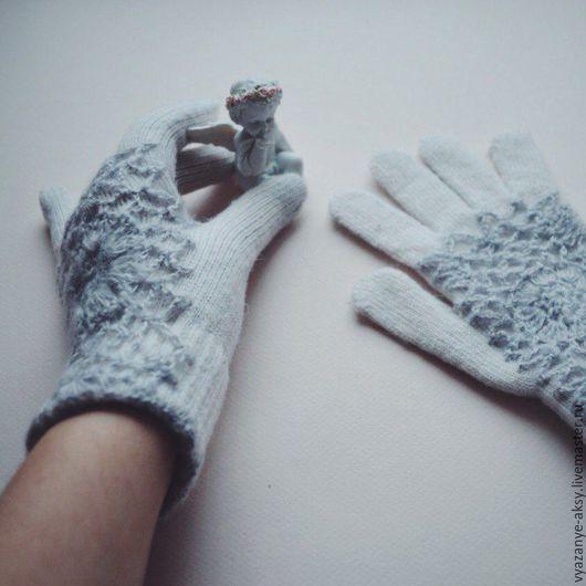 Перчатки плотно облегают руку, хорошо держат форму, не растягиваются! Женские перчатки подойдут всем и подо все!