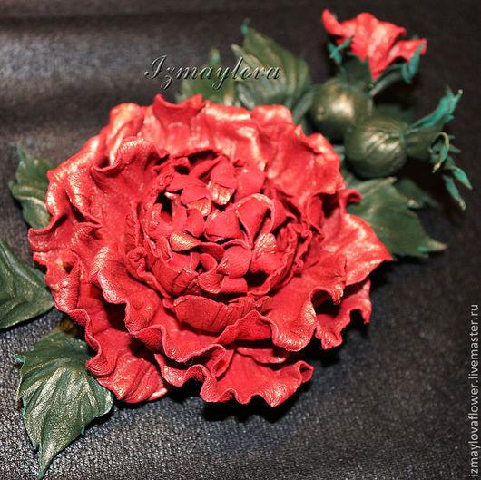 """Броши ручной работы. Ярмарка Мастеров - ручная работа. Купить Брошь из кожи """"Роза с бутонами"""". Handmade. Ярко-красный"""