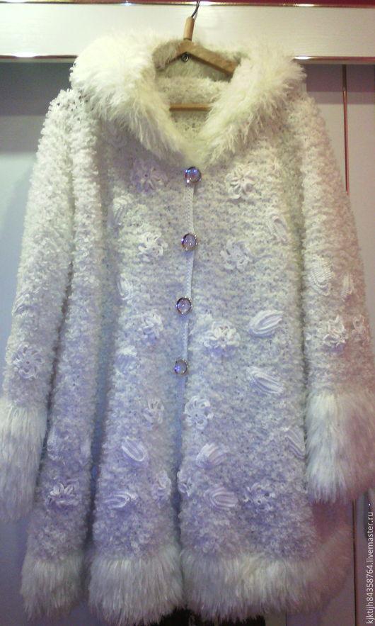 Верхняя одежда ручной работы. Ярмарка Мастеров - ручная работа. Купить Вязаное пальто с капюшоном. Handmade. Белый