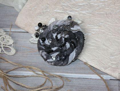 Броши ручной работы. Ярмарка Мастеров - ручная работа. Купить Текстильная брошь цветок. В утреннем тумане.. Handmade. Серый