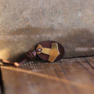 Украшения ручной работы. Ярмарка Мастеров - ручная работа Оберег  молот тора  из натуральной кожи и латуни. Handmade.