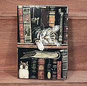 """Канцелярские товары ручной работы. Ярмарка Мастеров - ручная работа обложка """"Кот-книголюб"""". Handmade."""