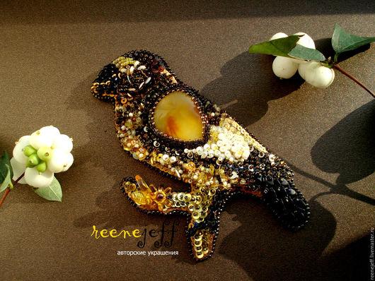 Броши ручной работы. Ярмарка Мастеров - ручная работа. Купить Брошь-кулон птица с янтарем. Handmade. Японский бисер ТОНО