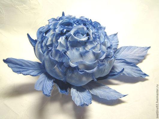 """Цветы ручной работы. Ярмарка Мастеров - ручная работа. Купить Шелковая брошь. """"Зимняя вьюга"""". Handmade. Голубой, стильный подарок"""