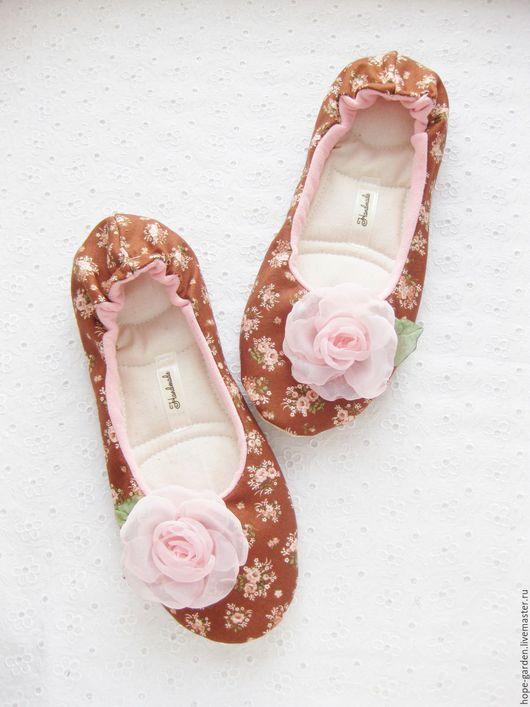 """Обувь ручной работы. Ярмарка Мастеров - ручная работа. Купить тапочки """"Коричневый шебби-шик"""". Handmade. Коричневый, тапочки домашние"""