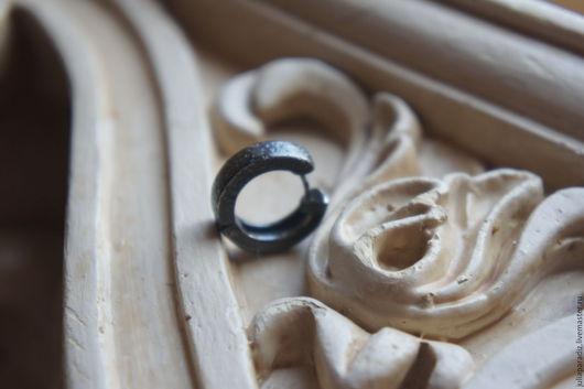 Украшения для мужчин, ручной работы. Ярмарка Мастеров - ручная работа. Купить Мужская серьга 2 - тонированное серебро 925. Handmade.