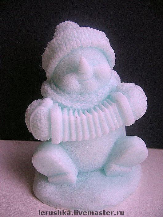 """Мыло ручной работы. Ярмарка Мастеров - ручная работа. Купить Сувенирное мыльце """"Веселый снеговик"""".. Handmade. Масло"""