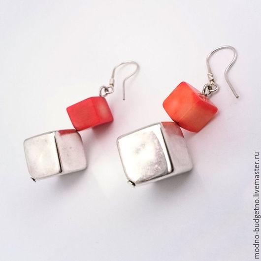 Серьги `Кубики` из коралла