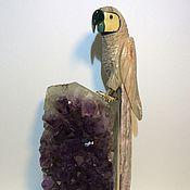 Для дома и интерьера ручной работы. Ярмарка Мастеров - ручная работа Попугай из яшмы и родонита на аметистовой скале. Handmade.