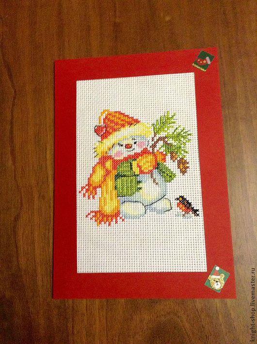Весёлый снеговик решил сделать подарок Снегирю. А Вы сделали подарок близкому человеку? Пошлите ему нашего Снеговика.