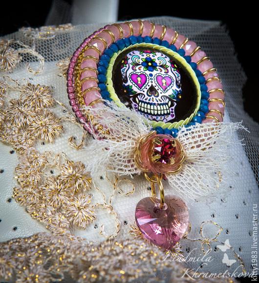 """Броши ручной работы. Ярмарка Мастеров - ручная работа. Купить Брошь """"Череп в розовом""""( радужный, веселый череп,розовый цвет). Handmade."""