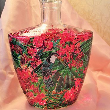 Посуда ручной работы. Ярмарка Мастеров - ручная работа Бутылка витражная стеклянная Тукан. Handmade.