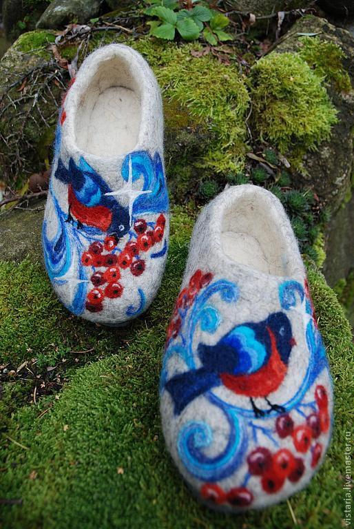 Обувь ручной работы. Ярмарка Мастеров - ручная работа. Купить Тапочки  «Снегири» русский стиль. Handmade. Серый, рисунок шерстью