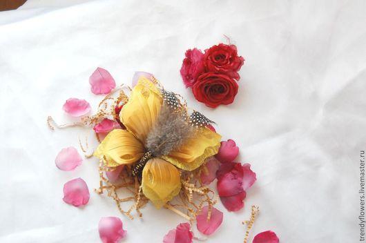 Бабочка из шелка Осенний вальс. Брошь, заколка. Цветы из шелка