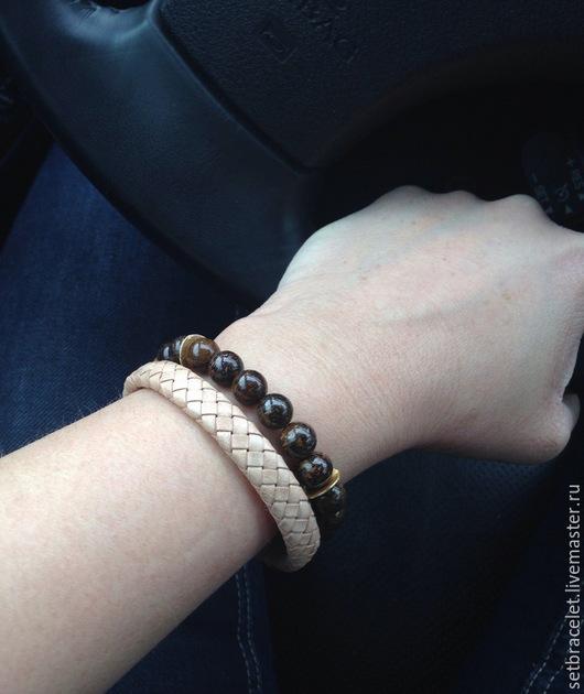 Браслеты ручной работы. Ярмарка Мастеров - ручная работа. Купить Кожаный браслет из кожи плетеной бежевой, бронзит. Handmade.