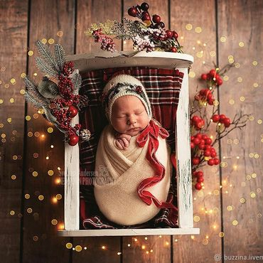 Работы для детей, ручной работы. Ярмарка Мастеров - ручная работа Новогодняя шапочка с бархатными лентами для фотосессии новорожденных. Handmade.