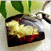 """Украшения ручной работы. Ярмарка Мастеров - ручная работа Кулон """"О, розы-розы""""  янтарь мельхиор. Handmade."""