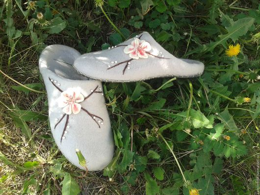 """Обувь ручной работы. Ярмарка Мастеров - ручная работа. Купить Тапочки """"Сакура"""" 36,5-37р-р. Handmade. Серый"""