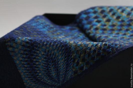 """Шарфы и шарфики ручной работы. Ярмарка Мастеров - ручная работа. Купить Валяный мужской шарф """"Иллюзия"""". Handmade. Тёмно-синий"""