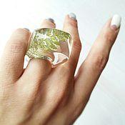 Кольца ручной работы. Ярмарка Мастеров - ручная работа Крупное кольцо из эпоксидной смолы с папоротником.. Handmade.