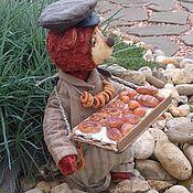 Куклы и игрушки ручной работы. Ярмарка Мастеров - ручная работа тедди-медведь Казимир булочник-лоточник (купить тедди). Handmade.