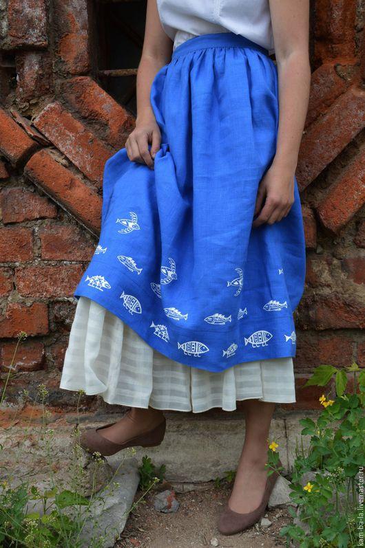 Двойная юбка, выполнена из натуральных материалов. Верхняя - лен синего цвета, ручная набойка. Нижняя - тонкий батист.