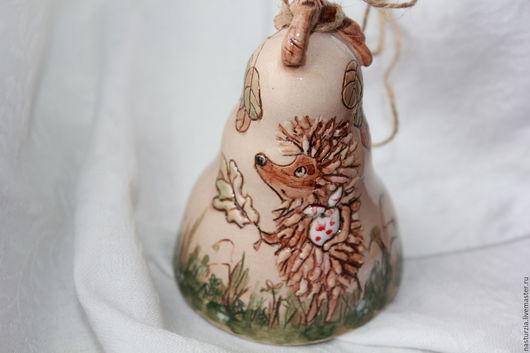Колокольчики ручной работы. Ярмарка Мастеров - ручная работа. Купить Колокольчик керамический Ежик. Handmade. Белый, ежик, лист дерева