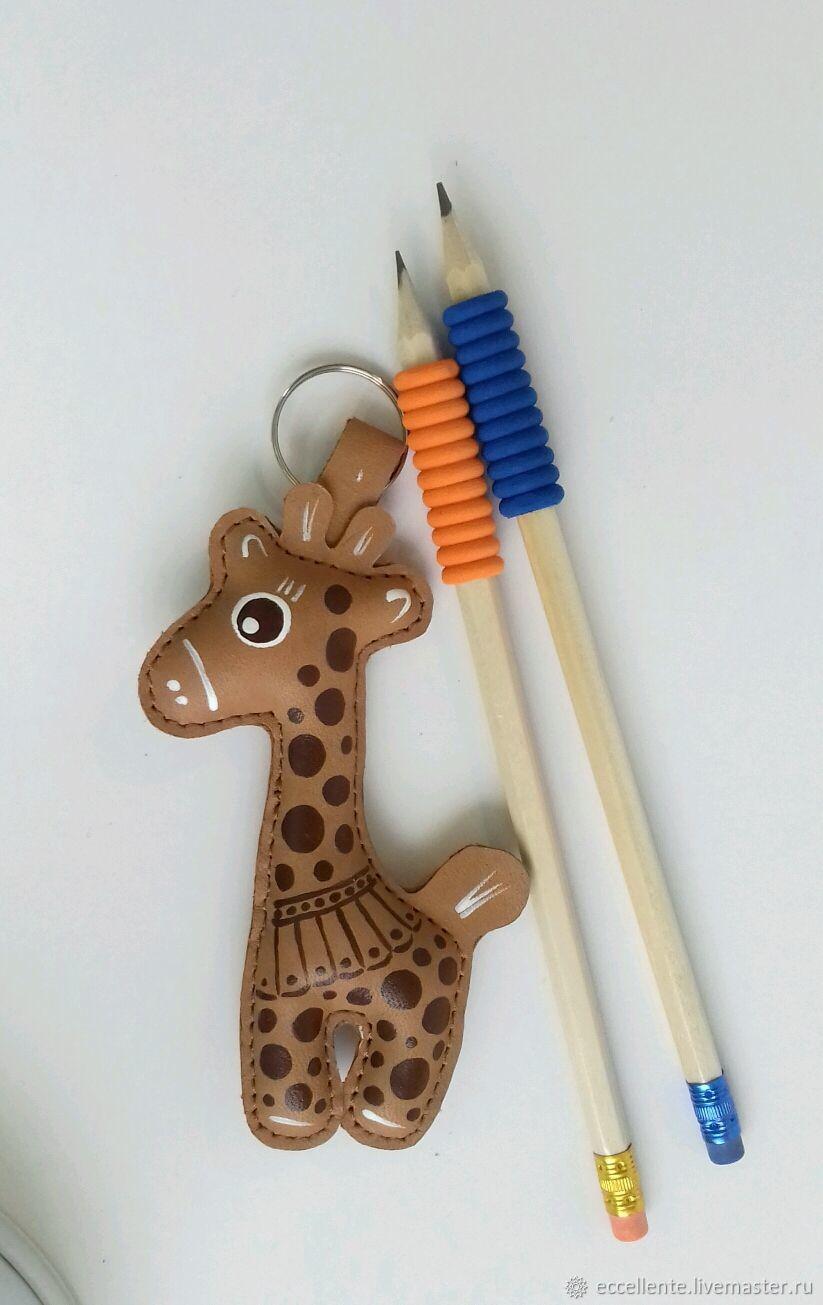 Брелок жираф из натуральной кожи