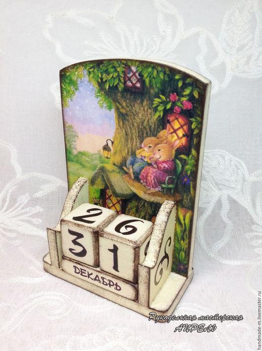 Вечный календарь - это оригинальный и универсальный подарок на любой случай! Вечный календарь с веселыми кроликами украсит интерьер детской комнаты и поможет малышу выучить числа и  названия месяцев.