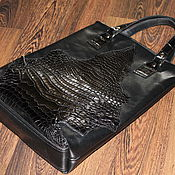 Сумка-пакет с декором из кожи крокодила