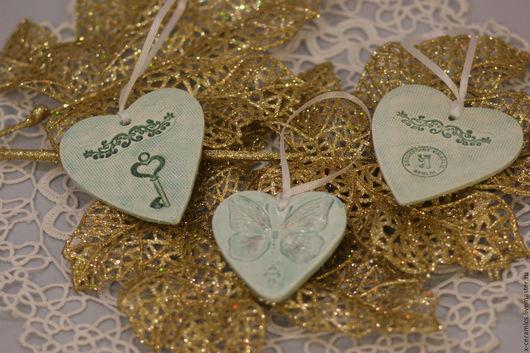 Набор из 5 керамических подвесок сердечек Нежный винтаж бирюза и белый. Авторская керамика Ксении Гольд. Подарок любимой. 14 февраля.