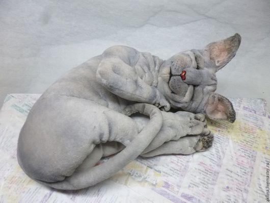Реалистичный спящий котик-сфинкс, сшитый по авторской выкройке, материал верха-бархат.