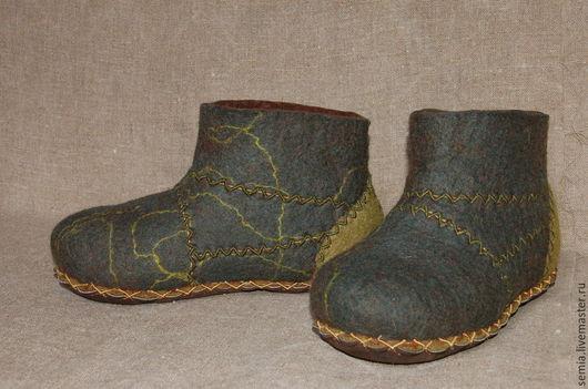Обувь ручной работы. Ярмарка Мастеров - ручная работа. Купить Мужские домашние валенки зеленые. Handmade. Болотный, шерсть для валяния