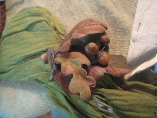Броши ручной работы. Ярмарка Мастеров - ручная работа. Купить Брошка из кожи с дубовыми листьями. Handmade. Брошка, украшение, подарок