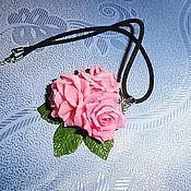 Украшения ручной работы. Ярмарка Мастеров - ручная работа кулон с тремя нежными розовыми розами. Handmade.