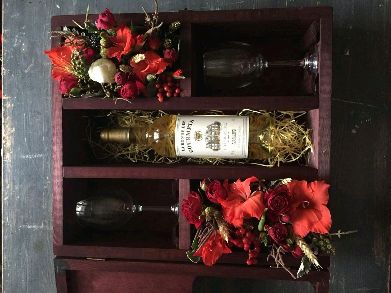 Подарочный набор из вина и двух бакалов и с добовлением красивых цвето, Подарки, Москва, Фото №1