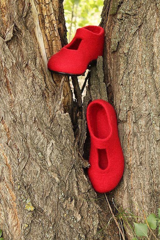 """Обувь ручной работы. Ярмарка Мастеров - ручная работа. Купить Валяные туфельки """"Акцент"""". Handmade. Ярко-красный, войлок"""