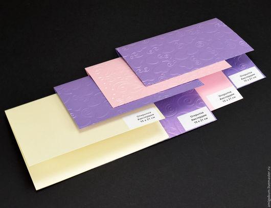 `Амстердам` – двустворчатая, не равносторонняя, с одним сгибом, пригласительная открытка, выполняется из дизайнерского перламутрового картона, типа `Маджестик`, плотность 250 и 290 гр/м2.