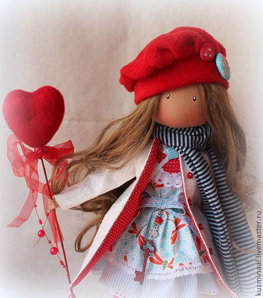 Человечки ручной работы. Ярмарка Мастеров - ручная работа. Купить Текстильная кукла BRENDA. Handmade. Ярко-красный, сердце, ленты