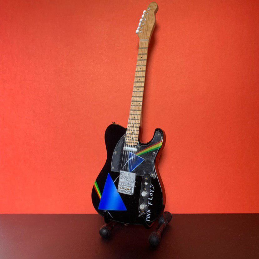 Сувенирная мини гитара Pink Floyd, Инструменты, Москва, Фото №1