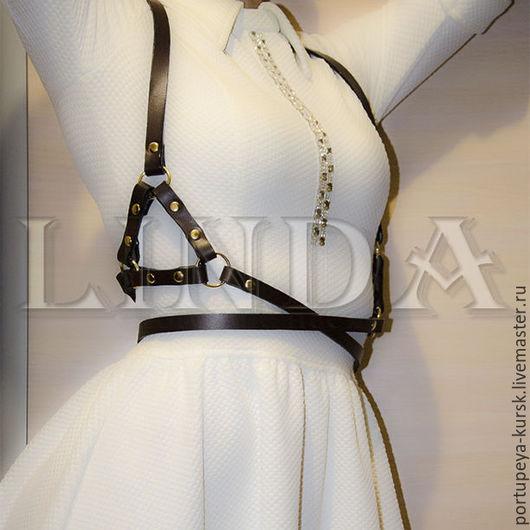 Женская портупея на два обхвата из натуральной кожи.  Эта модель доступна в черном, белом, красном, коричневом цвете.