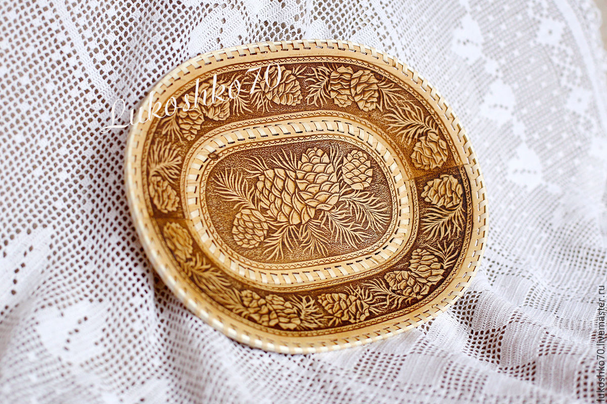 Birch bark plate. Dishes made of birch bark. cones, Ware in the Russian style, Tomsk,  Фото №1